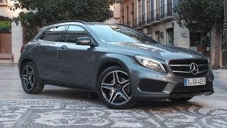 Mercedes-Bens GLA250 2015 Videos