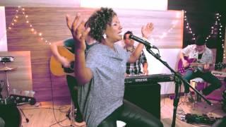 Em Tua presença- Nivea Soares - versão ao vivo em Studio