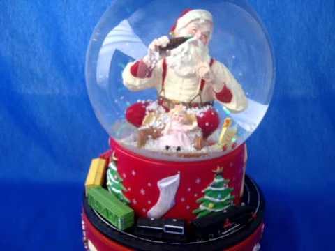 Hallmark 2001 Coca Cola Santa musical snow globe waterglobe