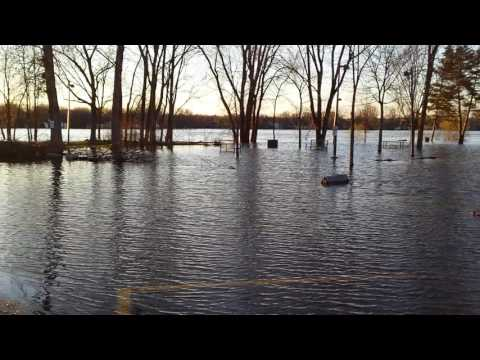 More flooding footage from The West Island -- Inondations Montreal