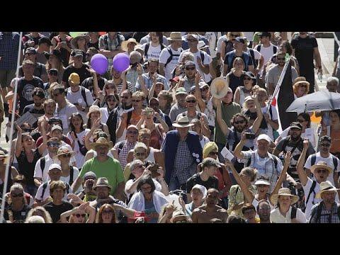 شاهد: تجمع الآلاف في برلين احتجاجا على القيود التي وضعت لمكافحة انتشار كورونا …  - 21:57-2020 / 8 / 1