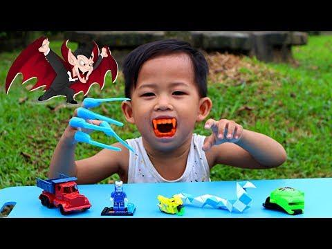 Tunggu Kakak Pulang Sekolah Ketemu Pedagang Mainan Anak Keliling. Beli Mainan Murah Lucu \u0026 Unik