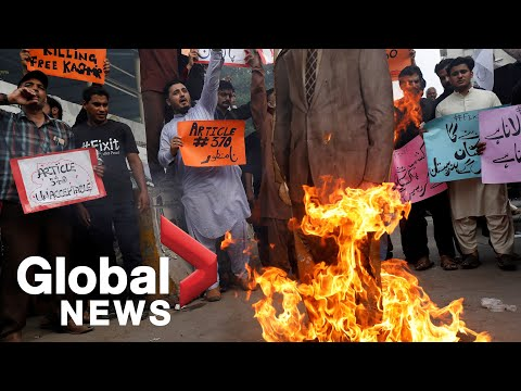 Pakistanis burn effigy of Indian Prime Minister Modi in protest over Kashmir