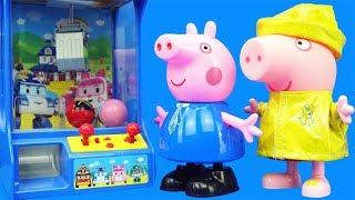變形警車珀利的抓娃娃機,小豬佩奇來抓娃娃玩具啦