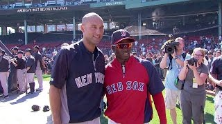 NYY@BOS: Red Sox's Castillo asks Jeter for a picture