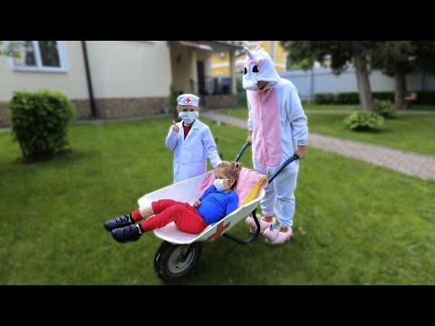 Милана решила стать врачом, дети играю в доктора.