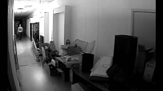 18 camera bewaking kortrijk installatie GEBRUIK VAN LED-FAR + BEWEGINGSSENSOR IN DONKERE RUIMTE