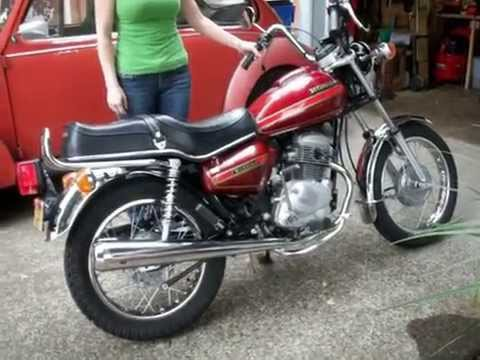 Girlfriend kickstarting my Honda CM185t 1979 - YouTube