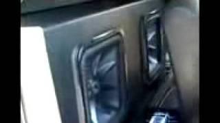 супер колонки в машине(, 2012-02-18T22:33:35.000Z)