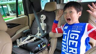 Skeleton in Car Help buried ガイコツを助けろ! おゆうぎ こうくんねみちゃん