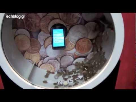 Motorola Defy Mini stress tests MWC 2012 (Greek)