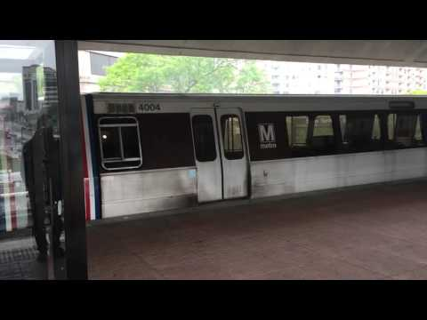 DC Metro train smoking - Silver Spring Station - 2016.05.09