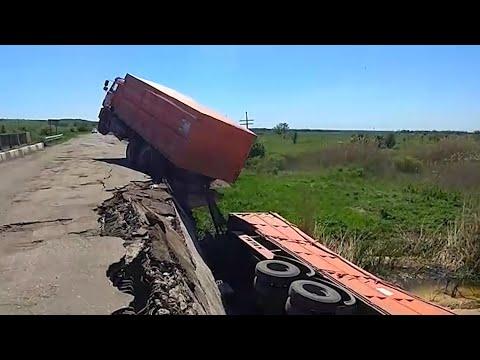 Грузовик обрушил мост в Жирновском районе