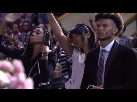 Bishop Marvin Sapp Singing At Aretha Franklin's Funeral Celebration Service!