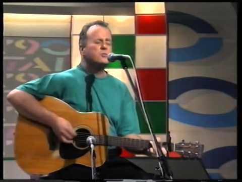 christy-moore---joxer-goes-to-stuttgart-[rte-tv-ireland]-kieransirishmusic