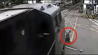 Not today death: Old man narrowly avoids being hit by train in Brazil