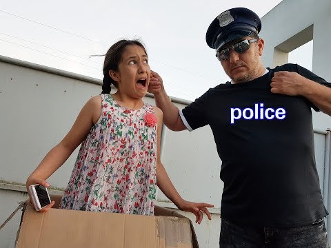 LA POLICE ME TROUVE DANS UN COLIS