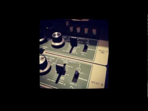 Roland SH-7 side-chained to TR-909 - Summer XII