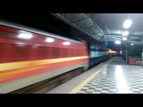 22201 Sealdah-Puri Duronto Express with HWH WAP4 SPEEDS PAST..