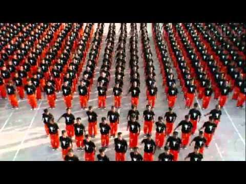 Видео: Танец заключенных в память о М.Джексоне