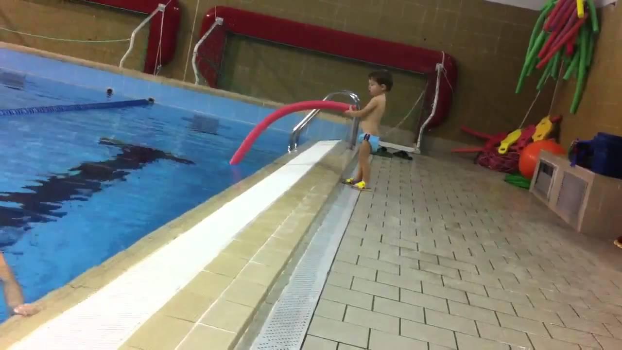 Lorenzo in piscina via gb Dalbertis di genova  YouTube