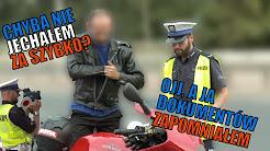 Zatrzymanie motocyklisty przez policję