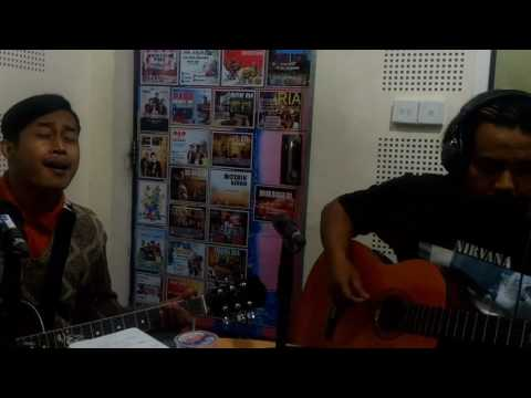rumah bising - blood city rockers ( SPORADIC BLISS acoustic cover ) live UNIVERSE ROCK