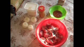 Тушим куриные желудки в сметанно-томатном соусе. На гарнир рис.