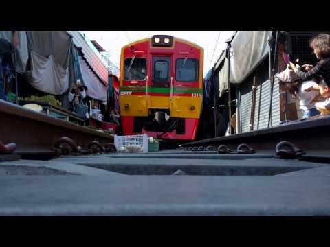 Maeklong Railway Market (Underbelly footage!)