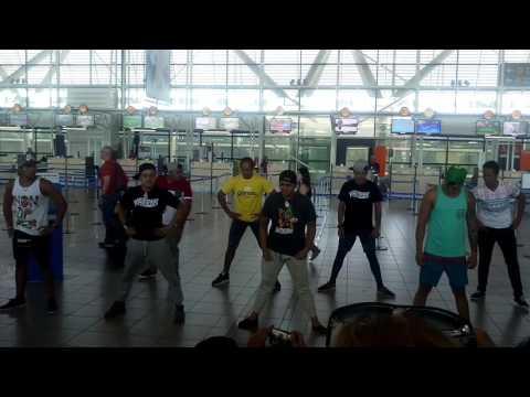 Haka Kaipeka at Chile airport