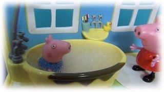 Свинка Пеппа с Джорджем одни в доме. Пеппа кормит и купает Джорджа