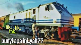Kereta MALABAR dan Lokomotif CC 204 17 meninggalkan Stasiun Rancaekek