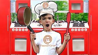 LUCAS ROCHA FINGE BRINCAR DE COZINHEIRO CHEF | criança na cozinha | pretend play kitchen toys