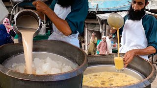 Banana Milkshake | Road Side Banana Shake Juice Center | Street Drink in Karachi Pakistan