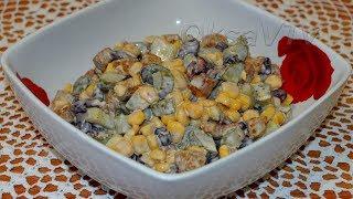 """Салат """"Бразильский"""" с сухариками и маринованными огурцами. Salad """"Brazilian"""" with crackers."""
