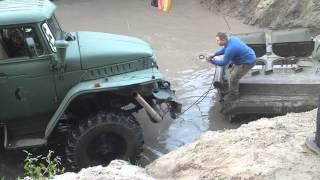 Offroadfreunde Wiesental - Peckfitz Oktober 2015 - Ural 375D versucht BMP zu bergen