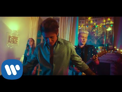 Benji & Fede - Sale (feat. Shari) (Official Video)