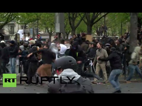 Clashes, tear gas in Paris as anti-labor rally hits French capital (recorded live)