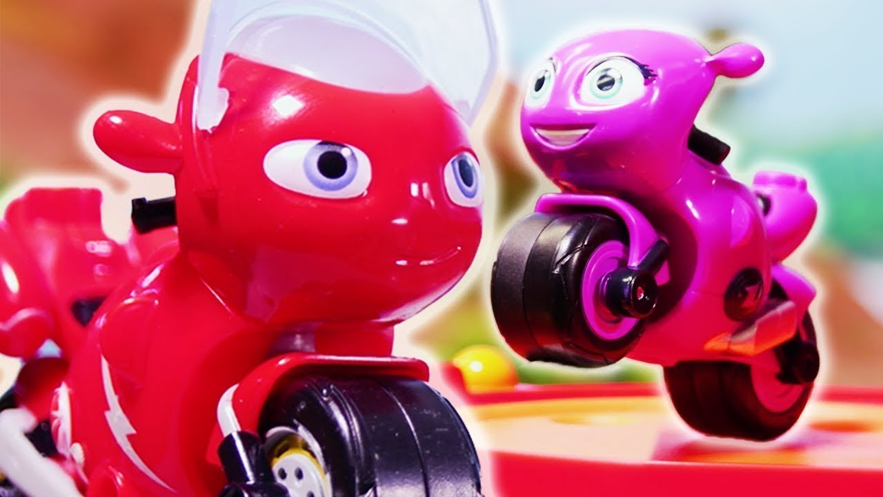 Flying Toot 🏁 Ricky Zoom Toy Episode ⭐ Ultimate Rescue Motorbikes for Kids