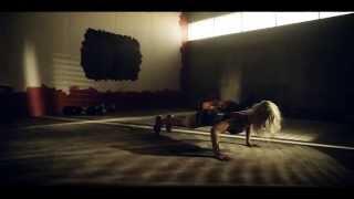 Elastinen - Hallussa feat. Jontte Valosaari