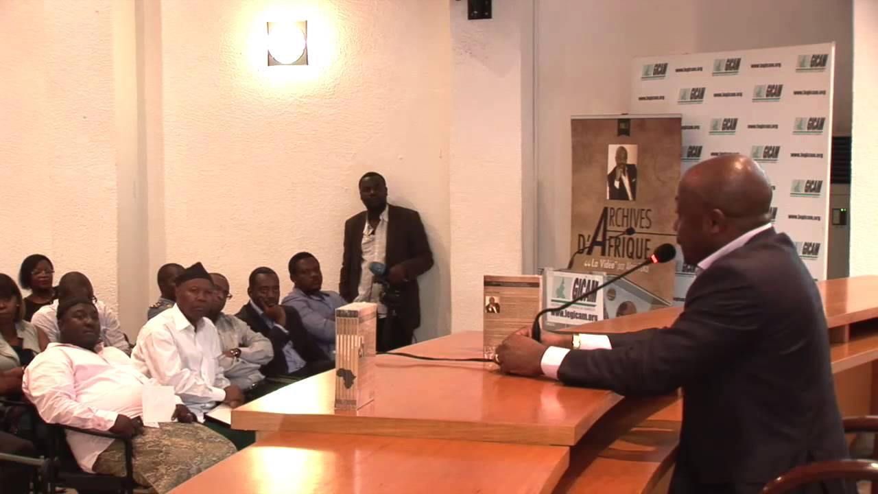"""Dédicace du coffret Vidéo """"Archives d'Afrique"""" à Douala au Cameroun   copie"""