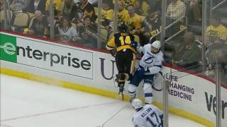 Johnson leaves game after taking knee-to-knee hit from Kunitz