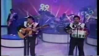 Panuelito Bordado...LOS JILGUEROS DEL ARROYO