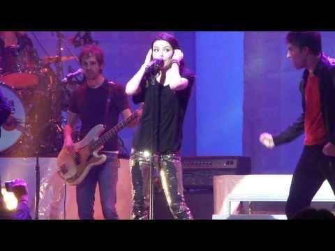 Miranda Cosgrove - Dancing Crazy (LIVE) Nokia Theater