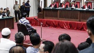 Download lagu Saat Hakim Jatuhkan Vonis 2 Tahun Penjara Ke Ahok MP3