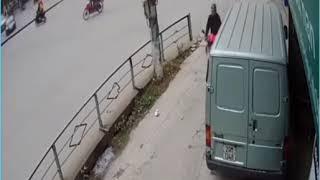 Xe tải tông xe máy: Điểm mù chết người.