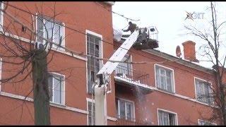 видео SOS! Течёт крыша в многоквартирном доме! Как заставить ЖЕК устранить эту проблему?