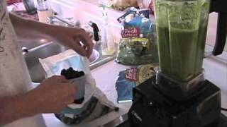 Video Green Smoothie made with the Vitamix 5200 download MP3, 3GP, MP4, WEBM, AVI, FLV Mei 2018