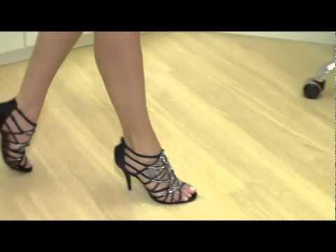 b7a3495c951 Sandália Werner Festa Cetim Preto com strass 17061 - Boutique WERNER Online  - YouTube
