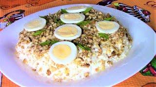 Простой, изысканный и очень вкусный салат Курочка ряба с ананасами и орехами украсит любой стол!